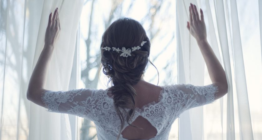 What Is A Wedding Hairstylist?